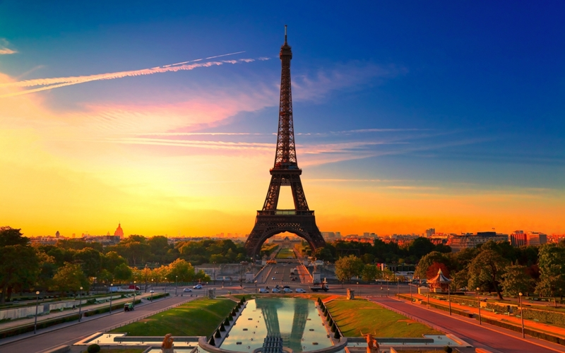 beautiful paris eiffel tower